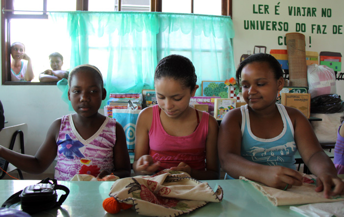 Local girls learn to sew at community centre in the Baixada Fluminense